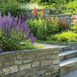 11 inšpirácií, ako vyriešiť záhradné schody