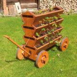 """Drevený vozík """"jahodník"""" pre vypestovanie chutných jahôd na malom priestore"""