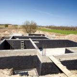 Aké materiály sú vhodné na ochranu stavby proti radónu?