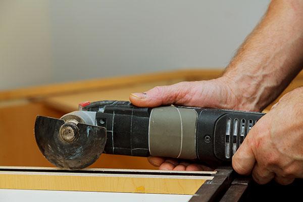 Na čo sa zamerať pri výbere oscilačnej brúsky