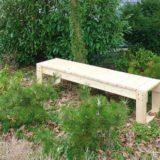Drevená lavica na balkón aj do záhrady