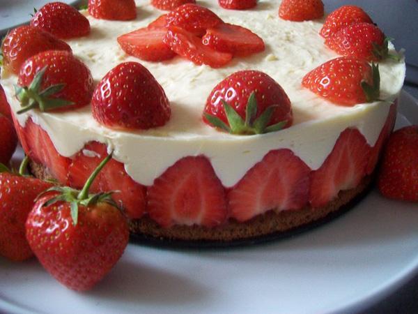 jahodova torta s penou z bielej cokolady