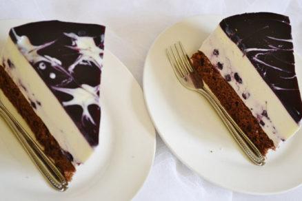 jogurtova torta s ciernymi ribezlami a malovanym zele