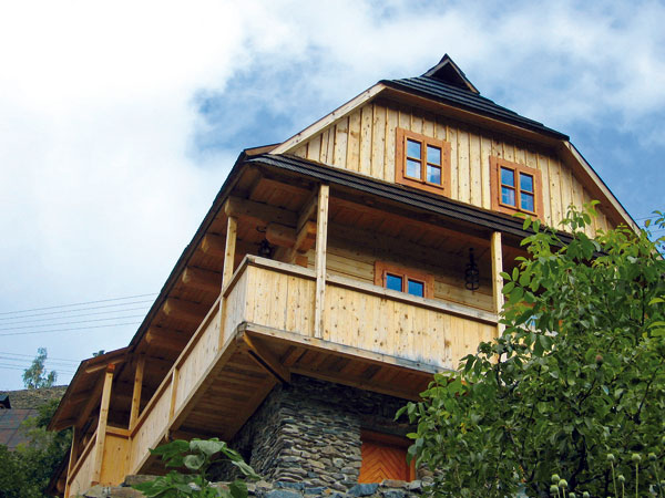 Obnova náterov dreva na chatách a chalupách