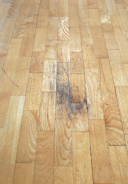 obnova podlahy brusenim alakovanim