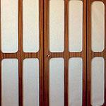 odlahcenie skrinovych dveri