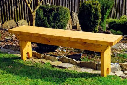 pevna zahradna lavica z piatich dosiek