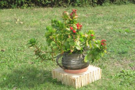 Podstavec na záhradu pod kvetináč