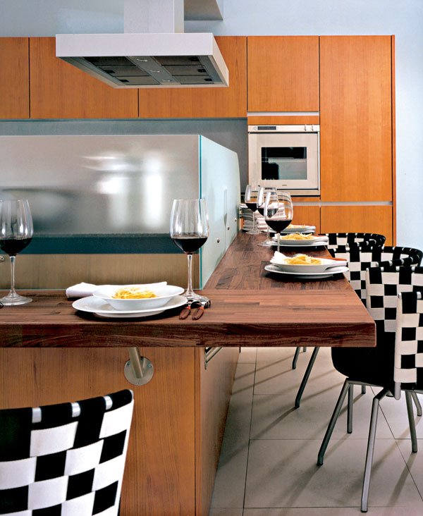prilezitostne stolovanie v kuchyni