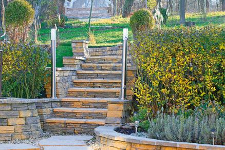 stavba zahradnych schodov