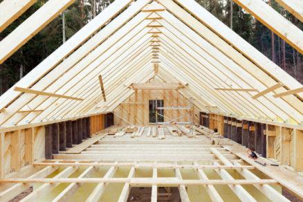 z akeho materialu spravit stropy v rodinnom dome